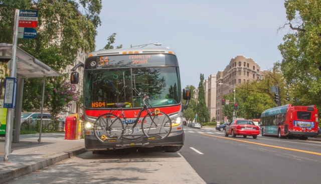 A southbound S4 Metrobus, headed to Federal Square, leaves a bus stop near the intersection of 16th Street and U Street NW.